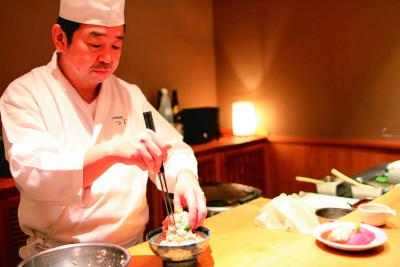 国内・海外に積極出店予定の海鮮丼専門チェーン「つじ半」で、店舗スタッフ募集!