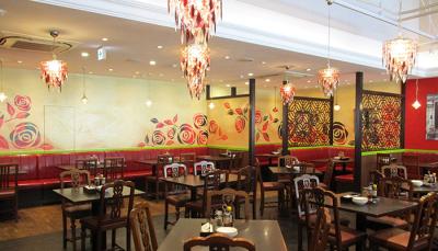 国内外で400もの飲食店などを展開している安定企業!