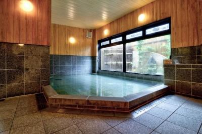 宿泊客の85%が外国人観光客のお客様。温泉とおいしい料理で安らぎの一日をお届けしましょう。