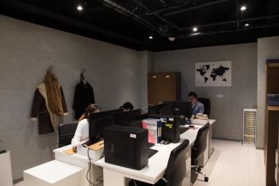 大阪の北区・天神橋にある本社のオフィスが仕事場です。