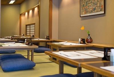銀座駅から徒歩1分。慶応2年創業のうなぎ料理の名店で、調理スタッフを募集!