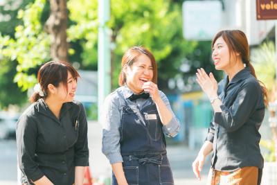 女性スタッフ多数活躍中!産休育休の取得・復帰実績もあり、結婚や出産を経ても働き続けられる環境です。