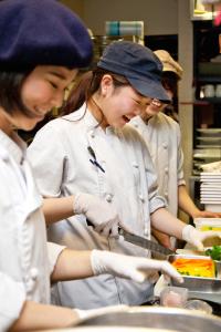 チームワークをとても大切にしています!大阪市内の5店舗でキッチンスタッフのアルバイト募集!