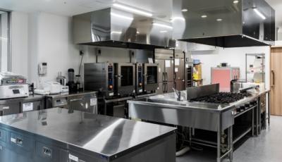 当社は、病院や介護施設内の厨房や、オフィスでの従業員食堂の運営を受託しています◎