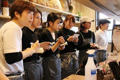 社員もアルバイトも関係なく『学ぶ』ことに貪欲なスタッフが多いです!