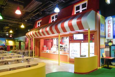お子様に人気の屋内型アトラクション施設のカフェでアシスタントマネージャーを募集!月給30万円~☆