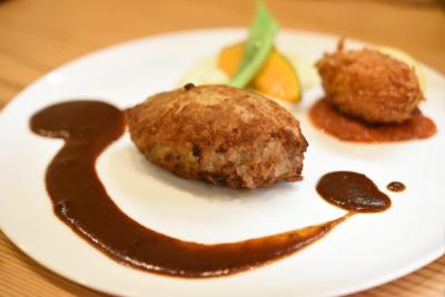 『黒毛和牛ハンバーグステーキ』『黒毛和牛ビーフシチュー』など、手間ひまかけた洋食が人気のお店です