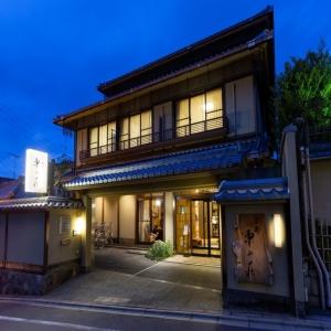 地産地消にこだわり、京都の地で育まれたお米や京野菜などを使用した和食を提供しています。