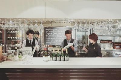 高級店が並ぶ銀座のイタリアンレストランでのホールスタッフ!本気でお店作りをしてみたい方、歓迎です!