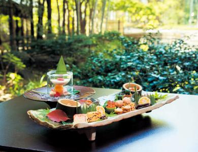 繊細な味と四季の風趣をこらす京料理店。
