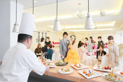 ウェディングでは、ゲストの目の前で調理することも。