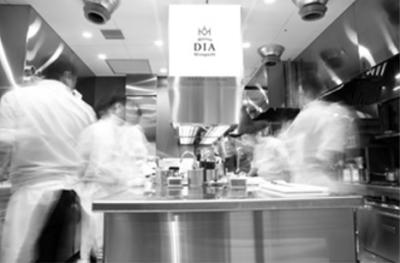 フランスの星付きレストランでの修業経験も持つ水口シェフのもとで、料理人としてスキルを磨く大チャンス◎