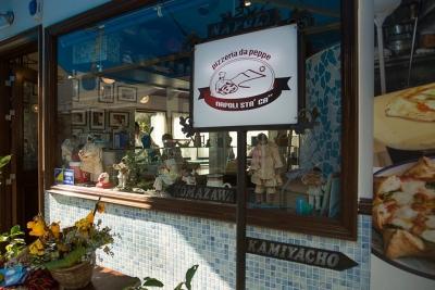 店内は本場ナポリそのままの雰囲気!楽しいお店で活躍しませんか!