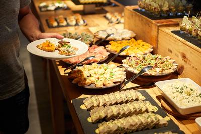 東京都内で、イタリアン、バル、ワインバー、カフェ、紅茶専⾨店、和⾷、ビストロなどの飲食店を運営◎