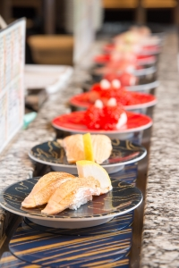 厳選した新鮮魚介とひと肌のシャリで、握りたてのお寿司をご提供します。