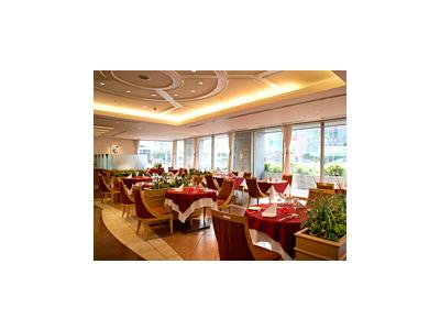 結婚式や宴会で春日井民から親しまれているホテルのレストランにて、ホールスタッフとしてご活躍を!