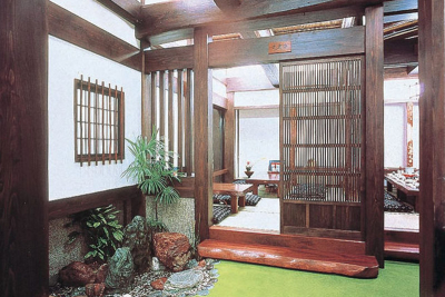 札幌市内のかに料理専門店、和装ホールスタッフ!日本全国に支店がある名店です。