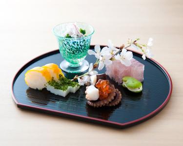 祇園で、旬の味を提供する会席料理店と熊本直送の新鮮素材を使った馬肉料理専門店でホールスタッフを募集!