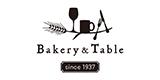 1階のベーカリーでは厳選素材を使用したパンが常時60~80種