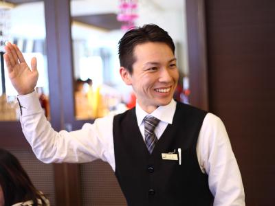 一流ホテル内のレストランでサービススタッフとしてご活躍ください!