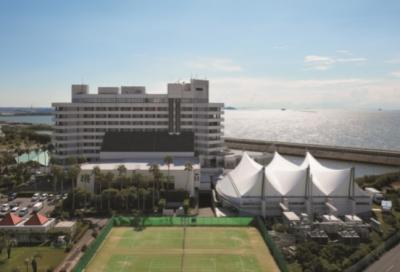 三河湾を目の前に臨むバツグンのロケーション。海にも近い非日常を演出するリゾートホテルです。