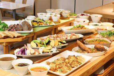 ホテルのお客様の朝⾷・昼⾷・⼣⾷で調理業務に携わっていただきます。