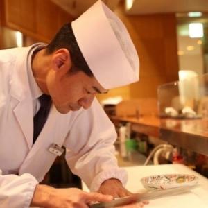 包丁のにぎり方から、食材の知識、調理方法まで丁寧に指導を行います。