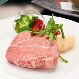 産地や旬にこだわった厳選食材のみを使用。素材本来の良さを生かしたオリジナル創作料理が自慢。