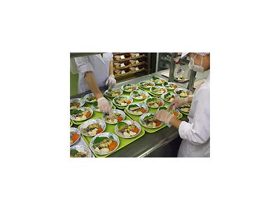 年齢不問!キャリアアップもめざせる、給食調理のお仕事です。※画像は他施設の調理風景
