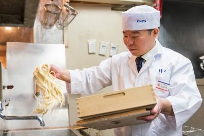 東京都内、うどんの『杵屋』、そばの『そじ坊』、洋食の『しゃぽーるーじゅ』などで店長候補を募集中!