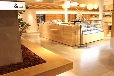 シンプルな中にもアイコンとなる意匠を施した店舗デザインです