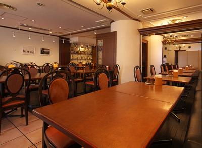 本格フレンチをリーズナブルに楽しめるホテル内レストランでサービススタッフを募集します