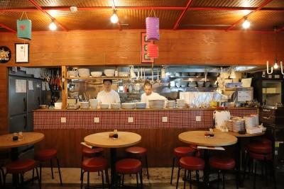 「中国料理もみぢ」の店内は中国の大衆料理店をイメージした造り。