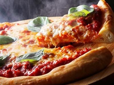 窯焼きピッツァは大人気!お客さまの満足感をダイレクトに感じられて、やりがいもあります