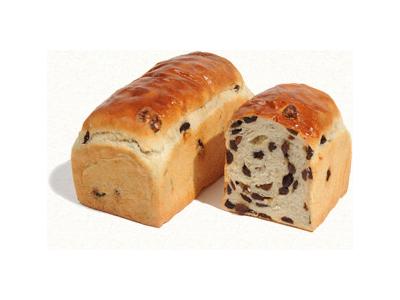 当店のパンは、一切添加物は使わず、3種類の天然酵母を使い分けて製造する作業はとてもデリケートです。
