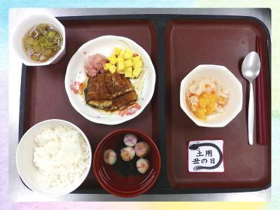 見た目にも楽しく、食べて美味しいお料理をご提供。季節の食材や行事にあわせた食事もご提供しています。