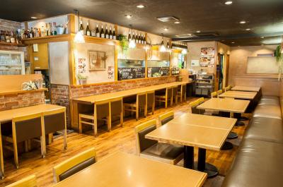 飲食店での勤務経験がある方は歓迎!経験がない方は、じっくり育てていきますよ。