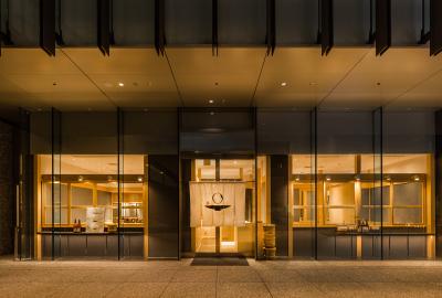 陶芸家の内田鋼一氏が空間プロデュースした、個性的で落ち着きのあるお店です。