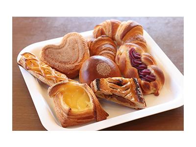 定番のパンから季節にぴったりなパンまで、さまざまな商品をお楽しみいただけるベーカリー!