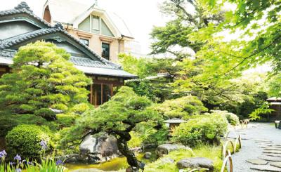 日本庭園のある、和モダンの洗練された迎賓館。ほかにも、多数のゲストハウスを運営している企業です。