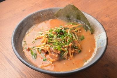 こだわりの濃厚スープや自家製麺を使用しています。