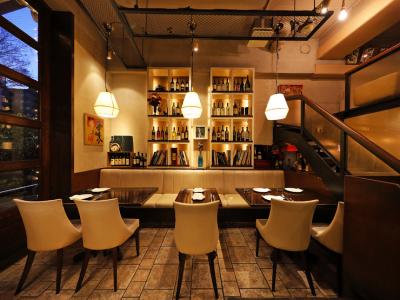 カジュアルで開放的な FUNGO DINING 西新宿 は今年18年目!