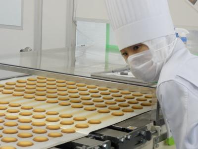 ショートケーキなどの生菓子からフィナンシェなどの焼菓子まで、幅広い技術を学べますよ♪