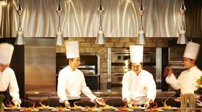 当社の社員は、キッチンorパティシエのみ。料理人に特化して独立した会社です。