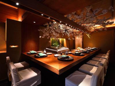 確かな腕をもつ店主のもとで、本格的な天ぷらと和食の調理スキルを身につけませんか。