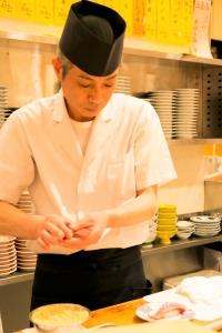 博多駅直結!20年以上愛されている回転寿司店で、寿司職人としてスキルアップしませんか?