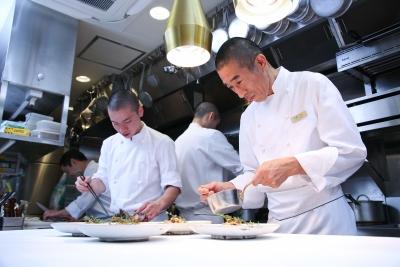超一流の食材や技術を学べることはもちろん、全員がお客様のために同じ方向を向いて働ける環境が魅力!