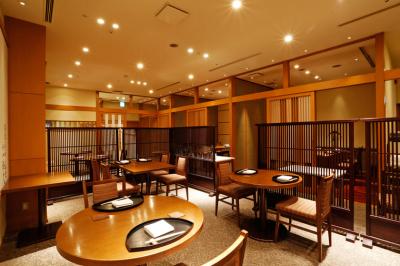 伝統的な日本料理をベースに、粋で自由な発想を取り入れている「三田ばさら」でホールスタッフを募集!