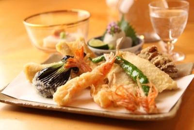 東京・南青山にある「高級天ぷら店」で、キッチンスタッフを募集