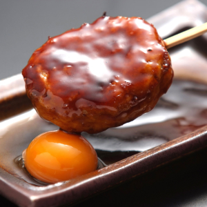 みつせ鶏の旨みが最大限に引き出されたメニューを料理人たちが心を込めて手作りで提供しています。
